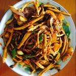 我爱吃的肉分你干锅茶树菇的做法