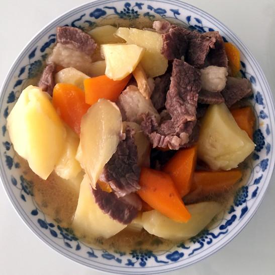 牛腩炖土豆的做法_家常牛腩炖土豆的做法【图】牛腩