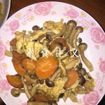 西兰花爱上了胡萝卜鸡蛋炒双菇的做法