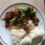 ShaniaDeutsch西兰花香菇炒腊肉的做法