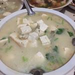 ﹏淡然鱼头豆腐汤的做法