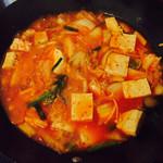 同志们:段太太最近很忙滴韩式辣白菜豆腐汤的做法