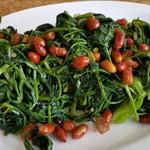 桃小涩果仁菠菜的做法