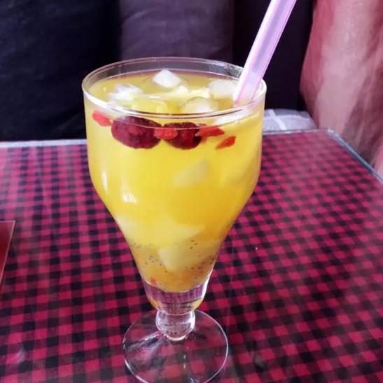 圣女果芒果果汁