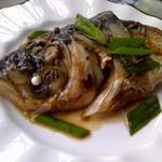 甜盐蜜语砂锅鱼头的做法