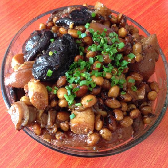 尕猫づUP在白芷杰做过-猪手猪肉焖红枣川弓黄豆煲冬菇可以放美食呵