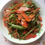 杰米的世界红萝卜炒尖椒的做法