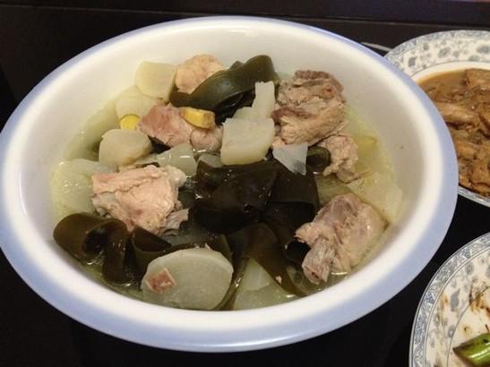 海带结萝卜排骨汤_秋季养生润肺汤-海带结萝卜排骨汤做法