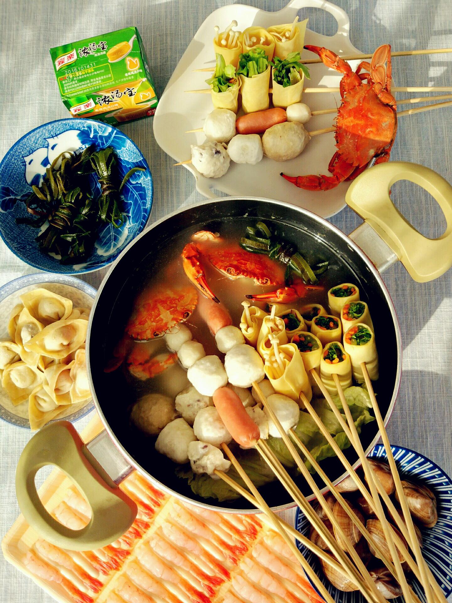 鸡汤海鲜锅.冬天最惬意的事儿就是一家人围坐在一起吃火锅啦