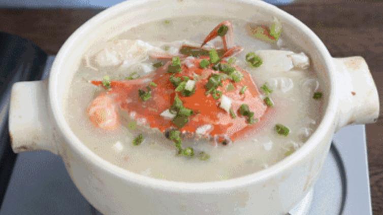 广东人最爱在冬天喝的海鲜砂锅粥,做法也太简单啦的做法