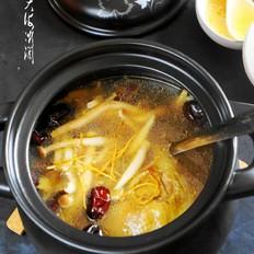 排毒养颜——鸡腿菌菇汤