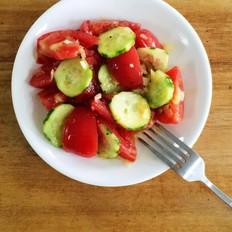 番茄黄瓜蒜泥色拉