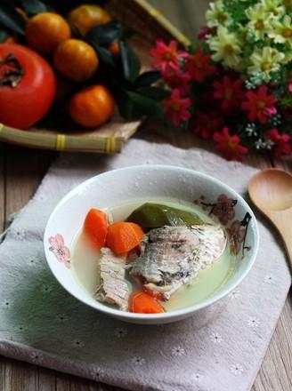 青红萝卜鲫鱼汤的做法