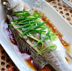 清蒸鲈鱼的做法[图]