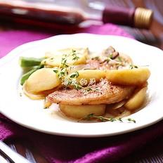 鲜嫩多汁的百里香煎猪排配苹果