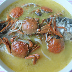 螃蟹望鲫鱼