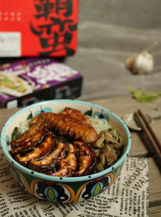 香菇鸡翅牛肉粉的做法