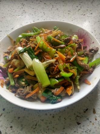 红萝卜炒牛肉丝的做法