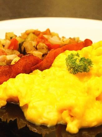 法式炒蛋配迷你普罗旺斯炖菜的做法