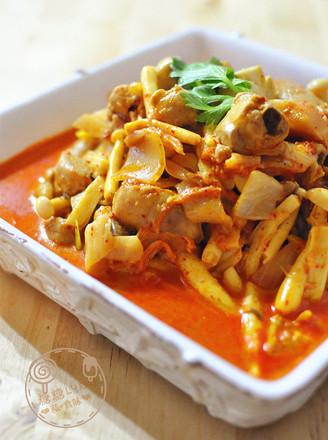 辣白菜烩鸡腿杂菌