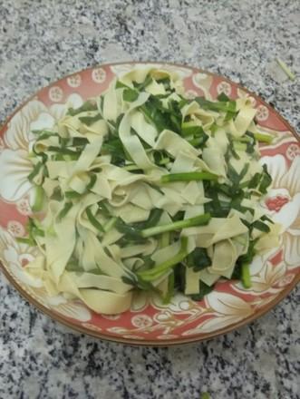 韭菜干豆腐的做法