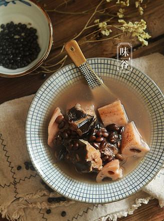 莲藕黑豆煲鲶鱼汤的做法