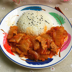 五花肉炒辣白菜盖饭