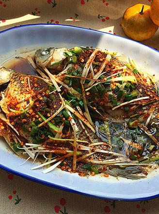香辣葱油鲫鱼的做法