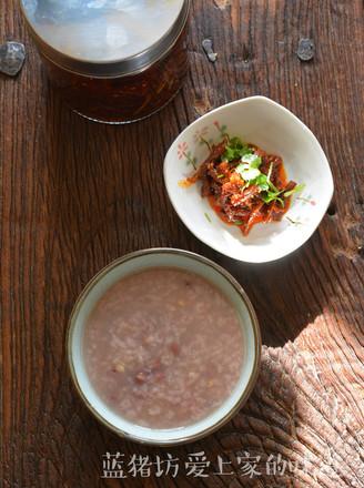 早饭只需要一碟裹满辣椒油的麻辣萝卜干
