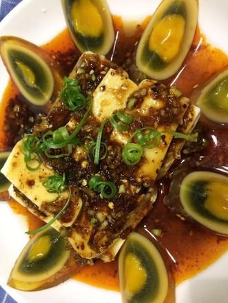 豆腐拌皮蛋的做法