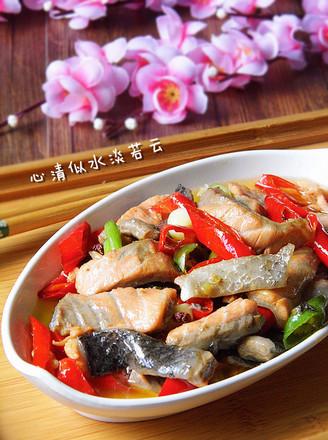 尖椒炒三文鱼的做法