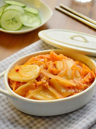 辣白菜炖年糕的做法