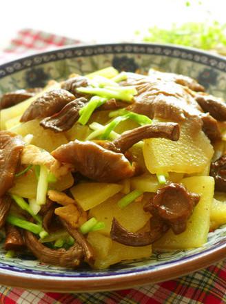 黄蘑土豆片的做法