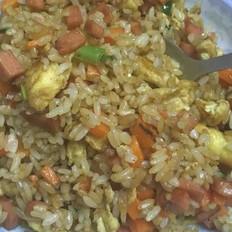 香肠鸡蛋炒米饭