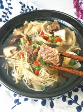 清炖牛肉菌菇汤的做法