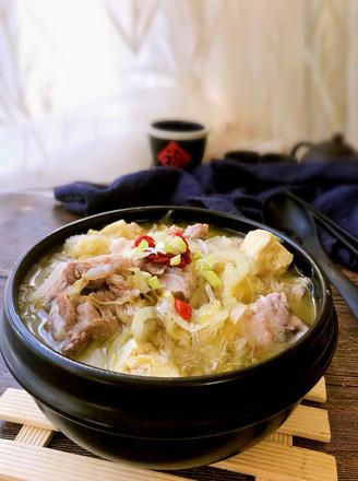 东北酸菜炖排骨的做法