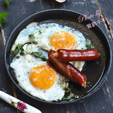 铁板黑椒肠仔鸡蛋