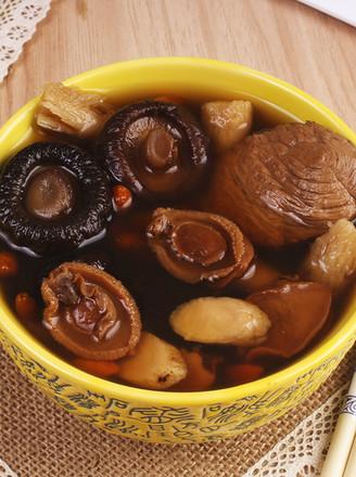 广东老火靓汤-鲍鱼仔海珍花菇黄芪汤的做法