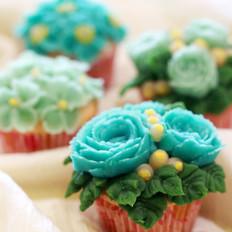 西屋特约之豆沙裱花海绵杯子蛋糕