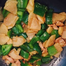 青椒土豆炒肉
