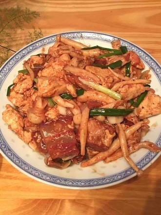 蟹味菇红烧肉烩豆腐的做法