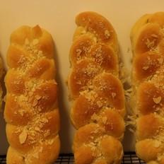 杏仁奶酥辫子包