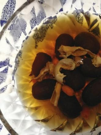 红枣枸杞炖花胶的做法