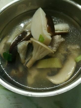 菇菌汤的猪肉癞蛤蟆草能与做法一起吃吗图片