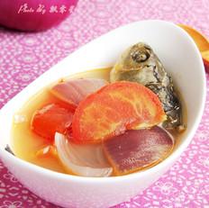 洋葱番茄鲫鱼汤