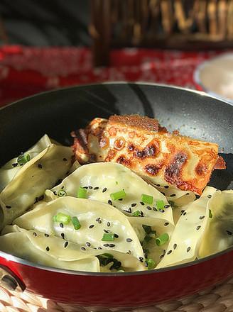 磷虾肉韭菜锅贴的做法