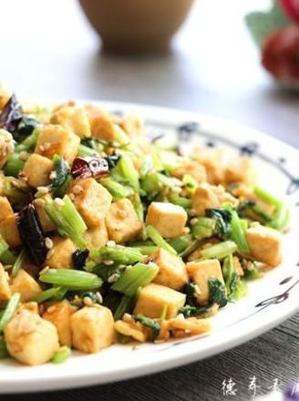 芹菜豆腐丁的做法