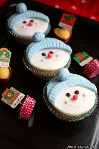 雪人纸杯蛋糕的做法
