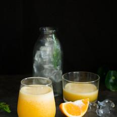 充满维C的柠檬柳橙汁