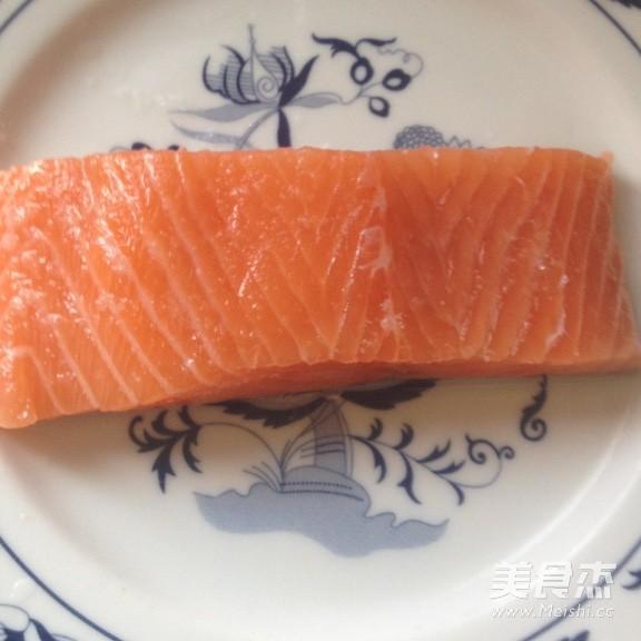 三文鱼猕猴桃寿司卷的做法